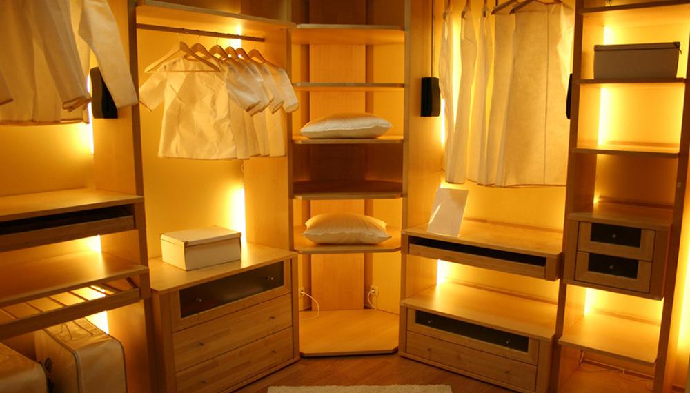 видите подсветка в шкаф купе Транексаме стоит